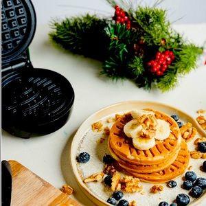 Bella Mini Christmas Tree Waffle Maker